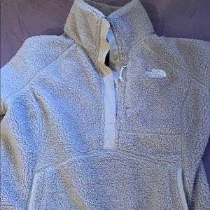 Beige 3/4 north face pullover